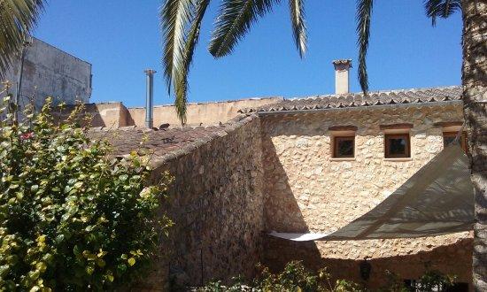 Villa Sa Barcella : Amo estas paredes de piedra.