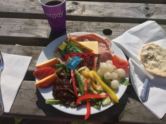 Tintern, UK : meat and cheese, veg. plate