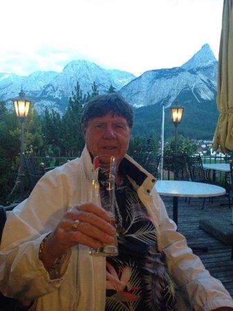 Wellness Sporthotel Hotel Alpenhof: Beautiful view relaxing on the patio