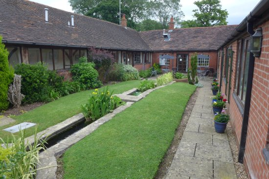 Coughton Lodge Guest House: Courtyard. Kitchen and dining far end, bedrooms each side, sitting rooms behind pic.