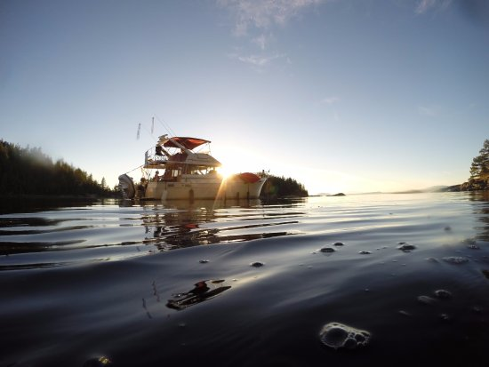 Lund, แคนาดา: Anchored in Desolation Sound watching the sunset.
