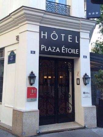 Emeraude Hotel Plaza Etoile: 正面玄関
