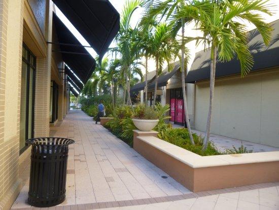 Town Center Aventura: Walkway at Town Center