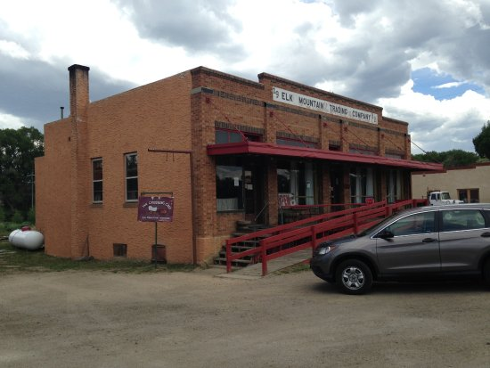 Elk Mountain, Wyoming: Another wonderful old Wyoming building...