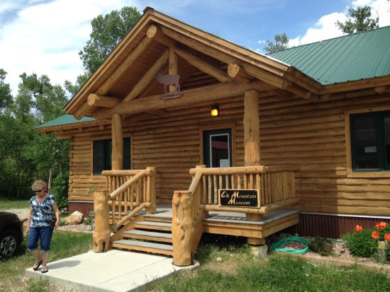 Elk Mountain, Wyoming: Another stop in town