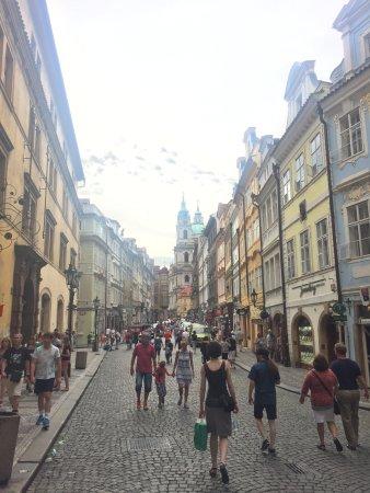 Hotel Caesar Prague: Bild någon gata från hotellet