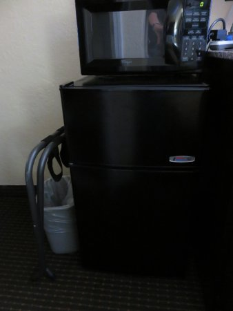 Econo Lodge: Microwave and mini-refridge provided