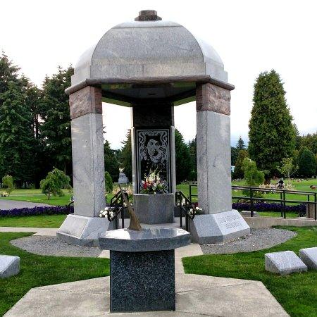 Jimi Hendrix Grave Site: IMG_20160705_213541_large.jpg