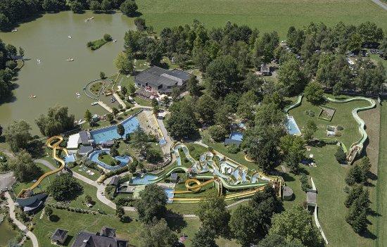 Estialescq, France : Vue aérienne du Parc Aquatique AQUA BÉARN réaliséE par CONTRASTE ( rue Louis Barthou 64400 OLORO