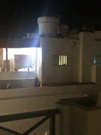 Morana Apartments: La única manera de no tener calor en el apartamento es abrir la terraza pero mirar que os encont