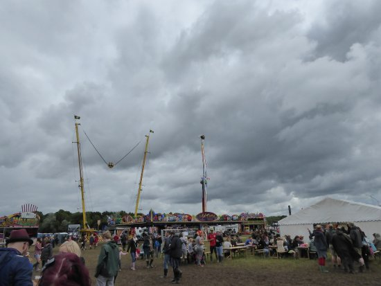 Walton on Trent, UK: Cider and Festical showing higher amusements