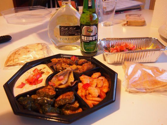 Etterbeek, België: Mezzés végétariens, feuilles de vigne, bière libanaise.