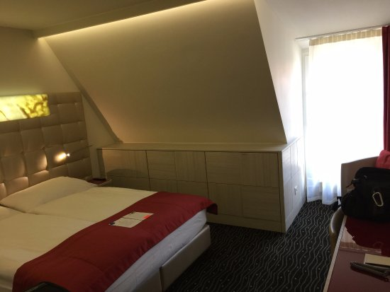 Hotel St. Gotthard: Sloping ceiling but not a big deal
