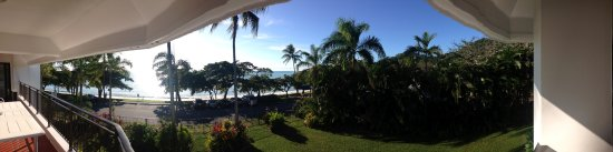 Roydon Beachfront Apartments: Balcony view from the family room.