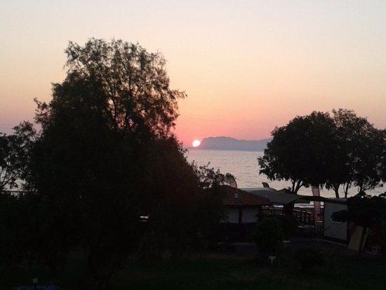 Aparthotel Thodorou: Wschód słońca, widok z naszego dużego tarasu