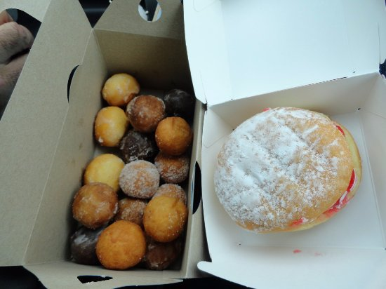 Port Hawkesbury, Canadá: Timbits and Strawberry Shortcake donut