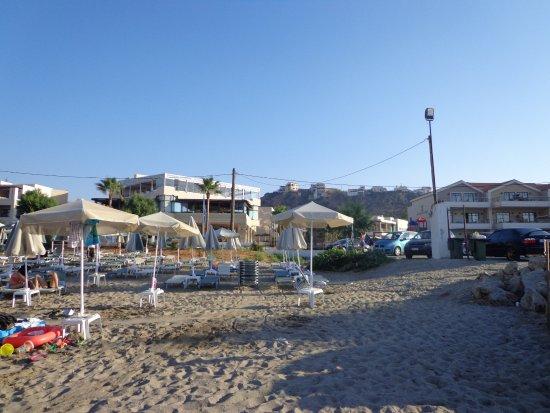 Porto Platanias Beach Resort & Spa: Пляж и отель .