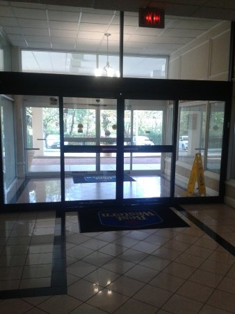 Lanham, MD: Entrance.