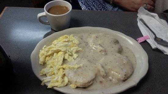 Tar Baby's Pancakes: Egg & gravy biscuits ... Lookit the SIZE! $5...wow...good cooking, peppery gravy