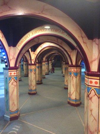 Wookey Hole Magical Mirror Maze: photo0.jpg
