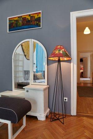 Aventura Boutique Hostel & Apartments: Art (Family) Apartment living room
