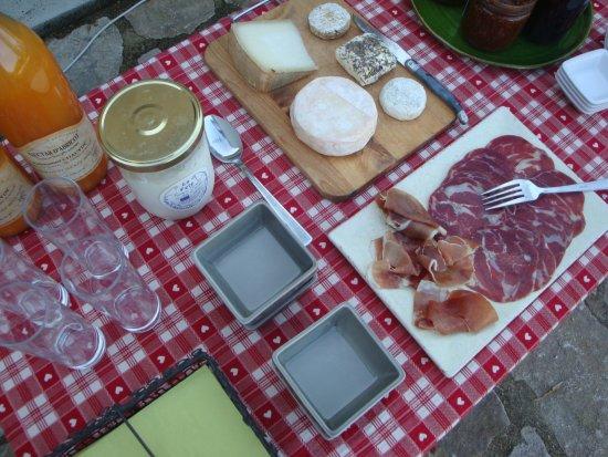 Les Bergerons : Le buffet du petit déjeuner