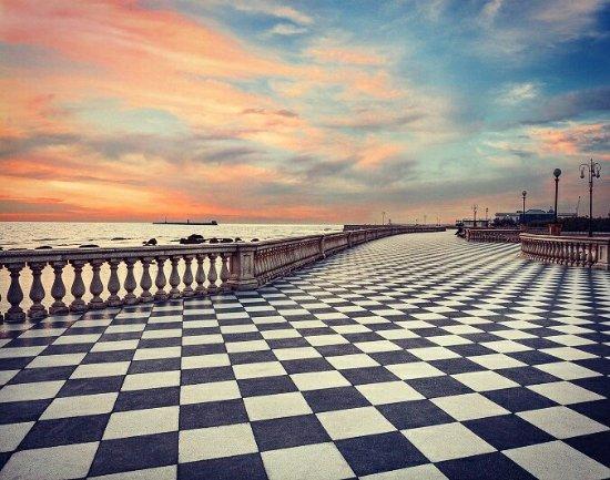 Escheriano pavimento a scacchi della terrazza Mascagni. - Picture of ...