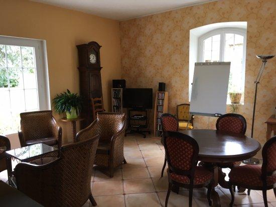 Ecole des Trois Ponts : Lounge/Classroom
