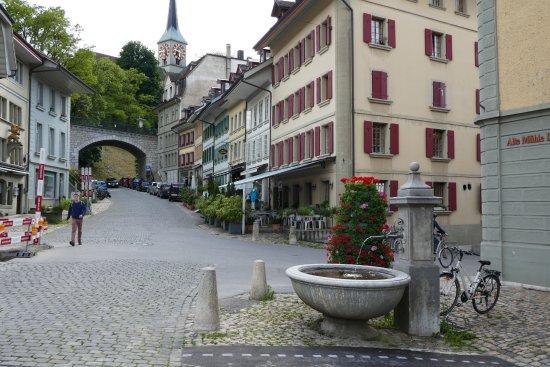Burgdorf, İsviçre: die Außenterrasse lädt bei warmem Wetter zum Verbleib ein