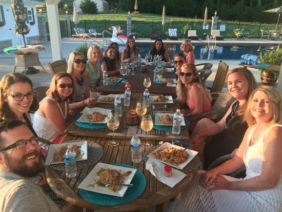 Culpeper, Virginie : Carlos owner of LaFinca Grill came and cooked up dinner poolside.