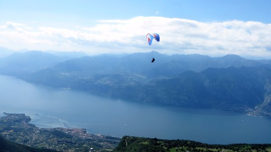 FLY2 - Associazione Di Parapendio: Volo dal Monte Baldo.
