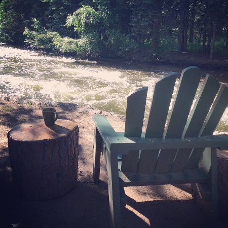 River Spruce : Morning coffee tastes better by the Thompson River!