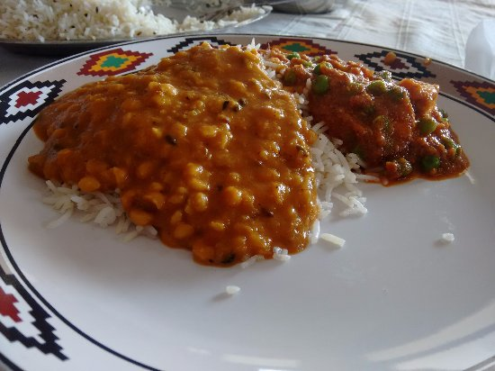 Hotel Lake View (HPTDC): Simple food at the restaurant.
