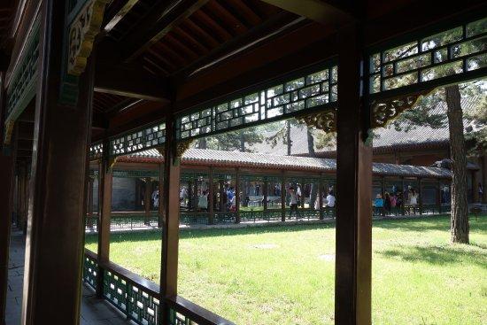 Museum of Summer Resort: 中庭を挟んで建物が建っており、回廊で結ばれたところも在ります