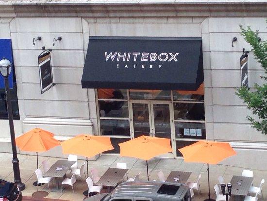 Clayton, MO: Al fresco dining at Whitebox Eatery
