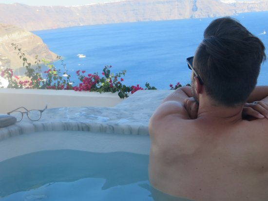 Chelidonia Villas: Looking out of the caldera from the jacuzzi