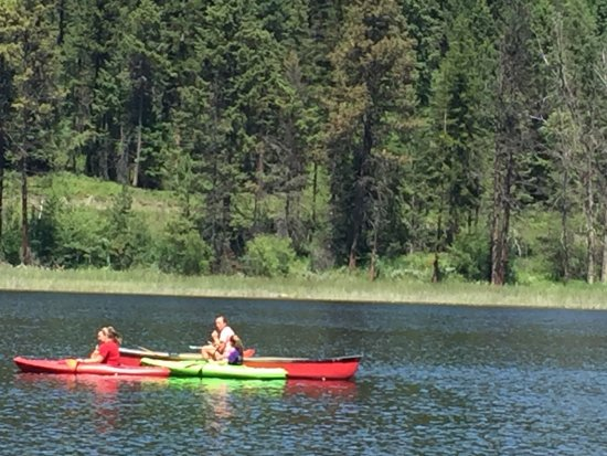 Bar W Guest Ranch : Kayaking on Spencer Lake (on property