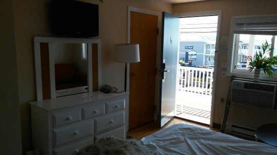 Americas Best Value Mt. Royal Inn: The room..kinf bed