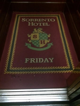 Hotel Sorrento: Extremely unique day-of-the-week carpet in the elevator!