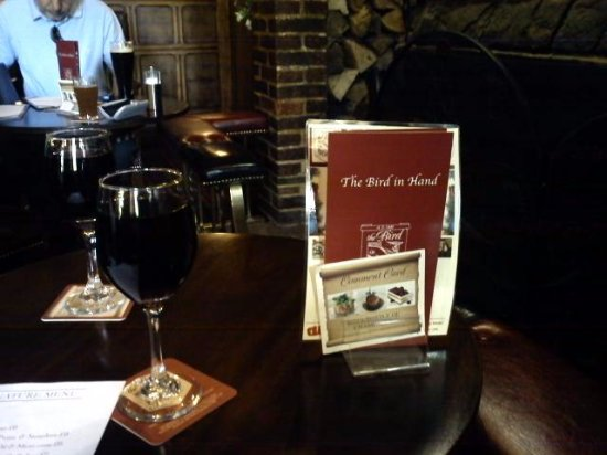Knowl Hill, UK: meal ordered , we sip our Merlots !