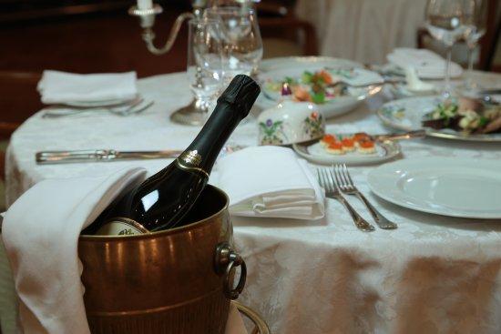 Ф.М. Достоевский : Russian cuisine restaurant Fedor Dostoevsky. Traditional russian food.