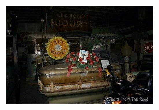 ฮิลส์โบโร, เท็กซัส: Big Bopper coffin.