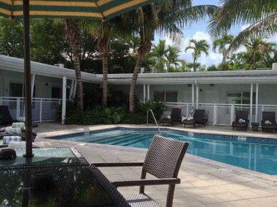 Orchid Key Inn: Les chambres sont toutes autour de la piscine.