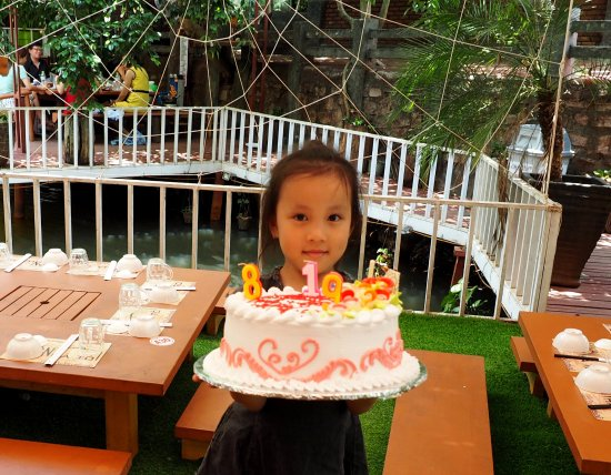 Pleiku, Vietnam : sinh nhật của bé