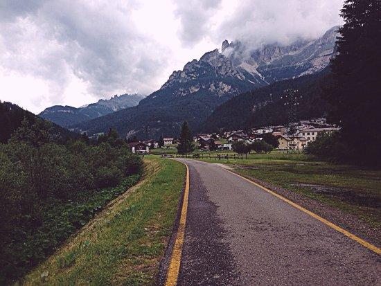 Il Pordoi vista dall\'albergo - Picture of Soggiorno Dolomiti, Mazzin ...