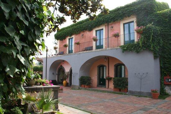Etna Hotel: Rezeption und Gästezimmer