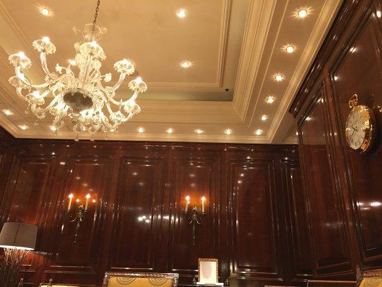 The Ritz-Carlton, Berlin: cigar lounge