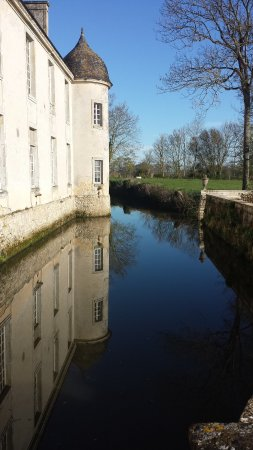 Vouilly, Francia: view from back garden