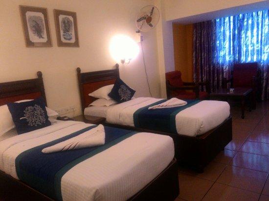 Dwarka Hotel: P_20160706_124005_large.jpg