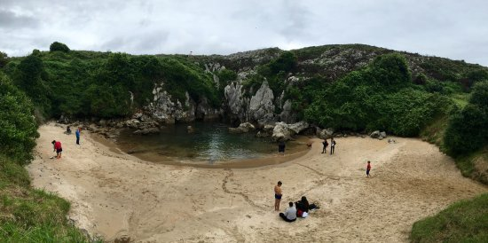 Playa de Gulpiyuri: photo0.jpg